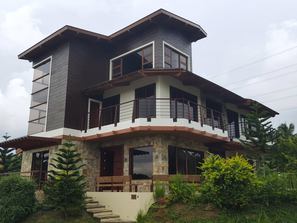 FOR SALE: Beautiful 4BR House – Hillside, Tagaytay Highlands – Php30M
