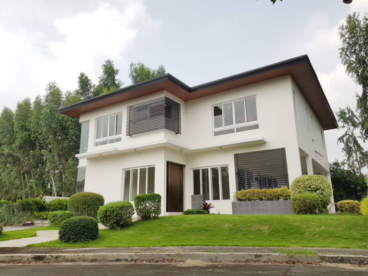 FOR SALE: Beautiful Modern 5BR House w/ Pool at Stonecrest Laguna